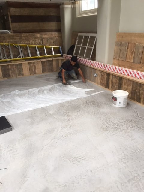 applying-adhesive-onto-new-screed